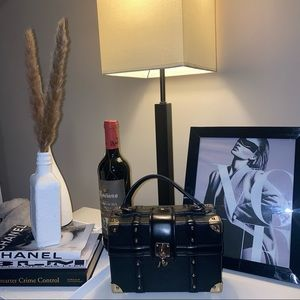 Cute Aldo black & gold square bag 💜